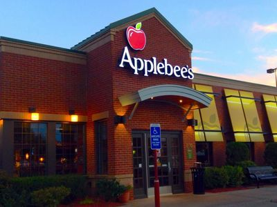 Awful Restaurant Diner Assaults Applebee S Customer For Speaking Swahili What Is America Applebee S Restaurant Free Food
