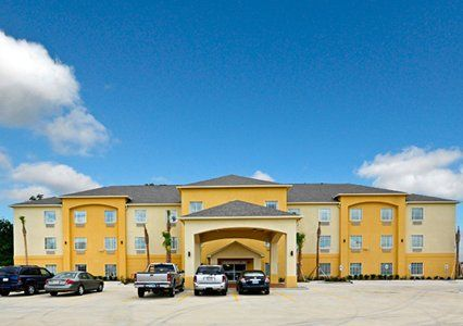 The Comfort Inn Suites Hotel In Scott La Is Minutes From The