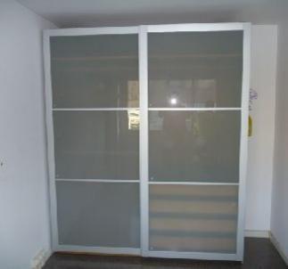Vendo armario con puertas correderas uggdal gris desde - Hacer armario empotrado ikea ...