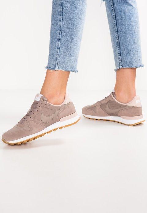 Nike Sportswear Internationalist Sneaker Low Sepia Stone Particle Beige Zalando De Nike Schuhe Beige Nike Schuhe Frauen Nike Schuhe