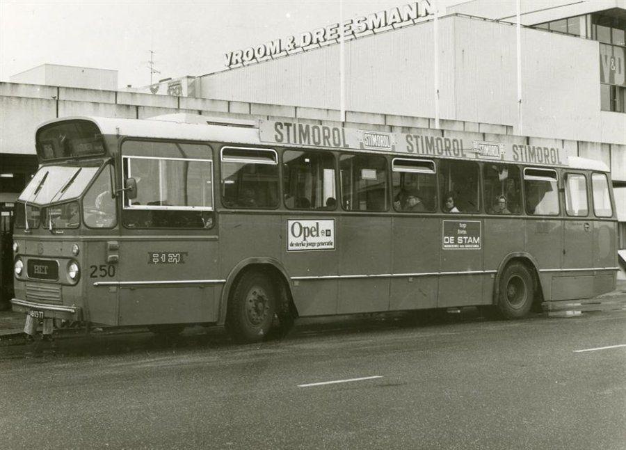 Bus 56 bij de halte van het Liesveldviaduct | Vlaardingen ...