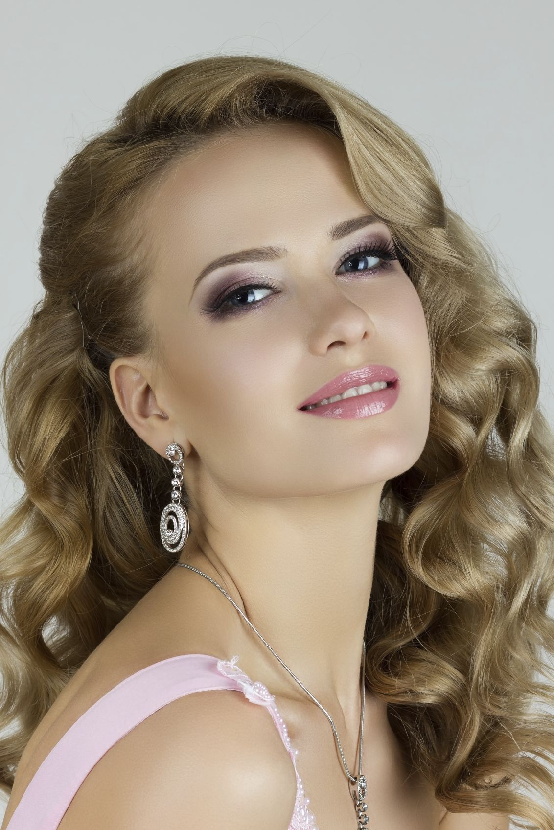 Long Wavy Hair Special Occasion Makeup Special