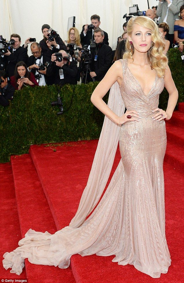 Blake Lively Wore A Stunning Gucci Dress To The Met Gala Rocking An Old School Hollywood Glamour Look