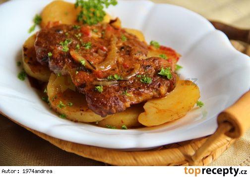 Krkovice pečená na bramborech
