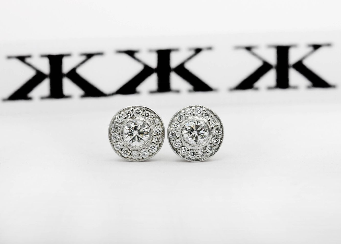 #diamondhaloearrings#bykalfinjewellery #diamondringsmelbourne #jewellersmelbourne #diamondengagementringsmelbourne #design #details #diamondhalorings #custommaderings #artdeco #weddingrings #gentsring #genstjewellery #remodelling ##wedding www.kalfin.com.au