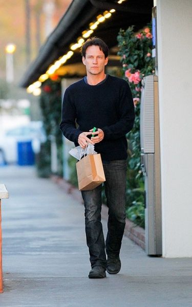 Stephen doing a little shopping on Valentine's Day in Malibu