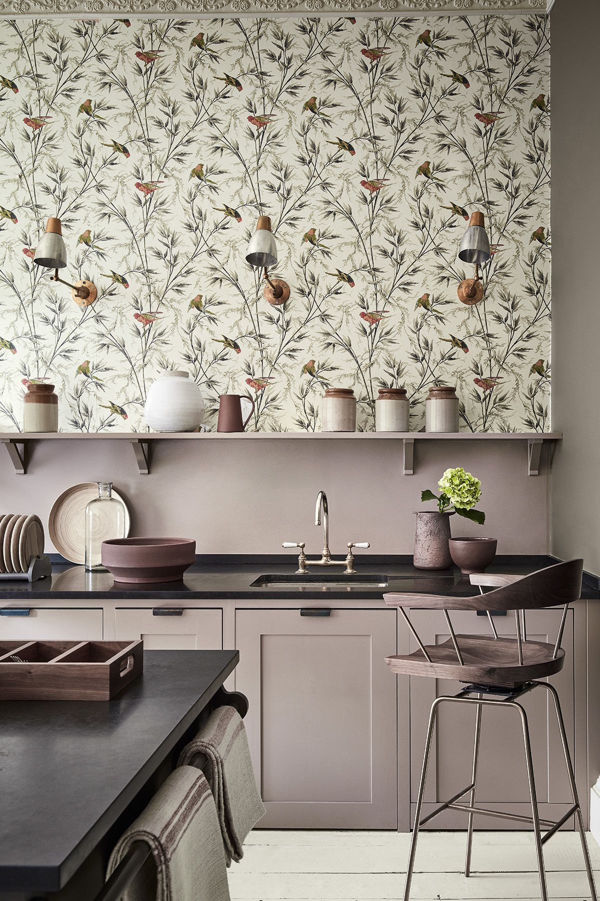 What is better - walls for painting or wallpaper, painting wallpaper in the kitchen