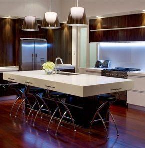 kleine moderne Küche Essplatz Unterbauleuchten Glas | Milú ...
