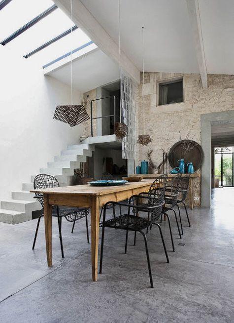 Salle manger la fois rustique et design de grands for Table salle a manger ancienne