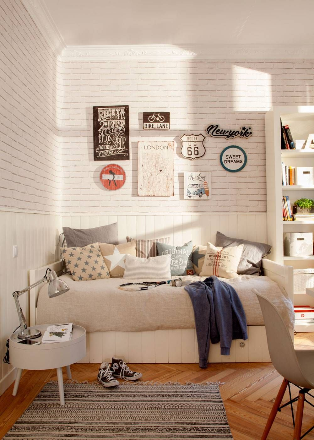 Habitaciones juveniles con espejo en 2019 dormitorios - Dormitorios infantiles blancos ...