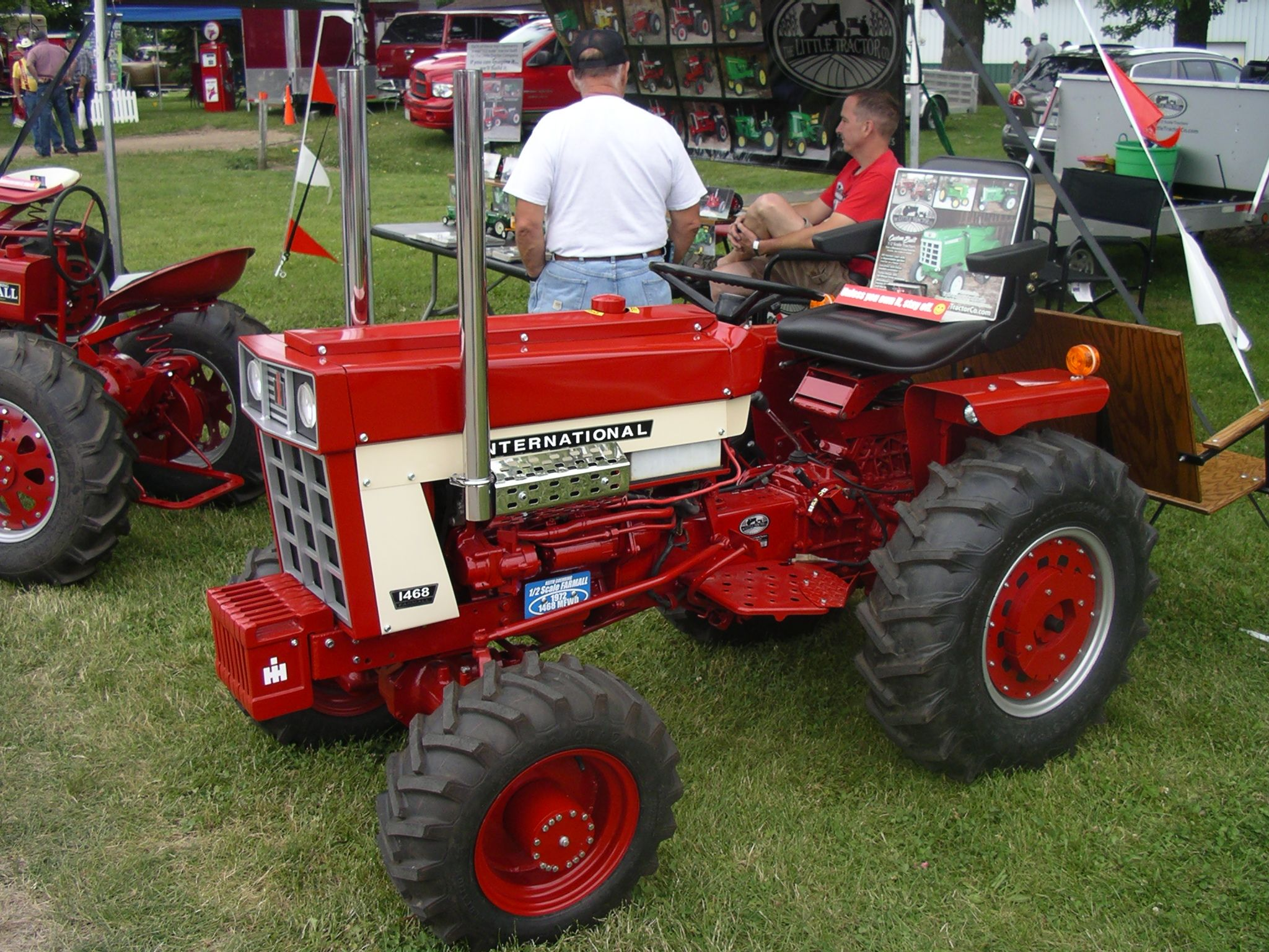 Case International Garden Tractors : Little tractor co ih red power round up