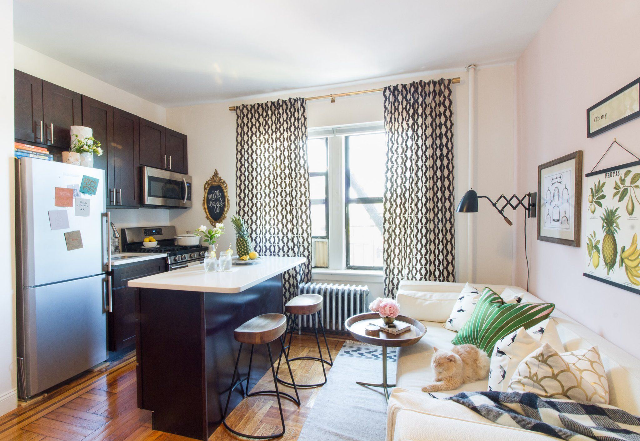 This 320 Square Foot Studio Is The Perfect Example Of How To Do Small Space Living Small Space Living Room Small Space Living Decorating Small Spaces Bedroom