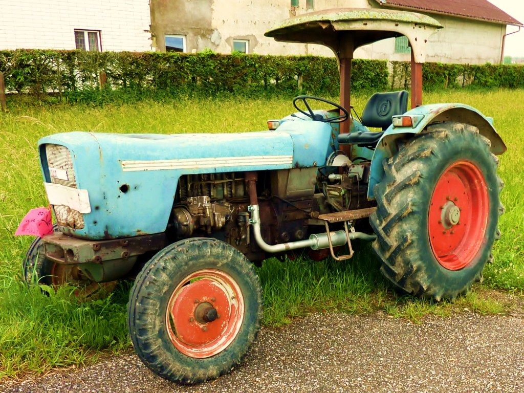 Old Eicher Königstiger tractor from 1970 with 50 hp! More