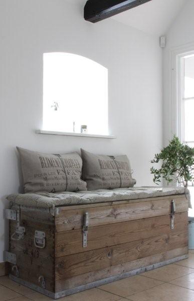 on pourrait le mobilier pour qu 39 il accueille les fesses de bastien ou pour qu 39 il ait plus qu. Black Bedroom Furniture Sets. Home Design Ideas