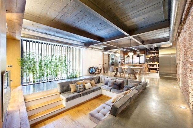 Wohnzimmer Einrichtung Gesunkener Sitzbereich Graues Sofa Polierter Beton Bodenbelag