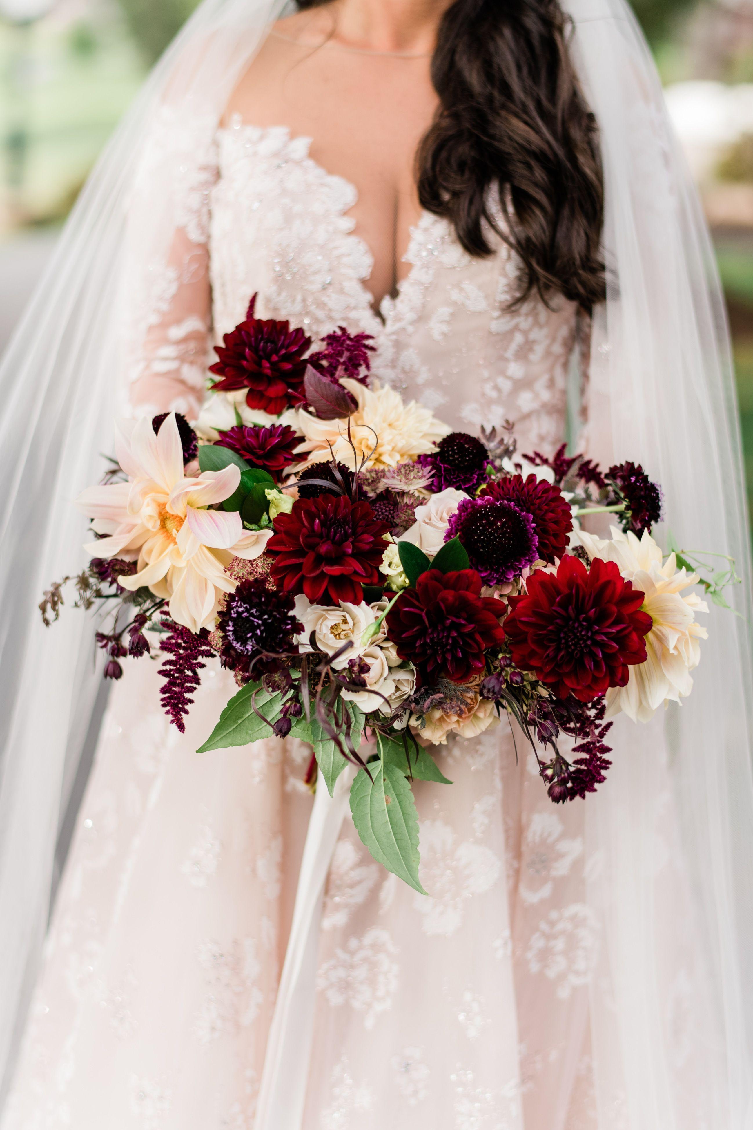 burgundy fall bridal bouquet. bridal bouquet with burgundy