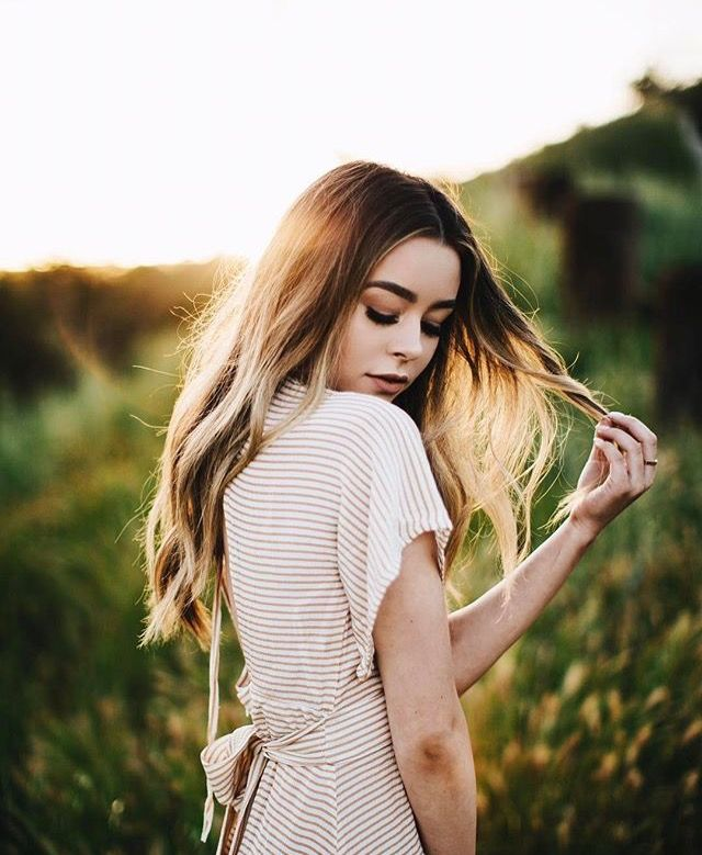 Pretty pose and light! | Portrait photography poses ...