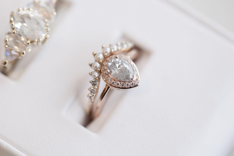 Halo Yello Gold Novela Bride Where The Modern S Play Plan Most Stylish Weddings Www Novelabride Jointheclique
