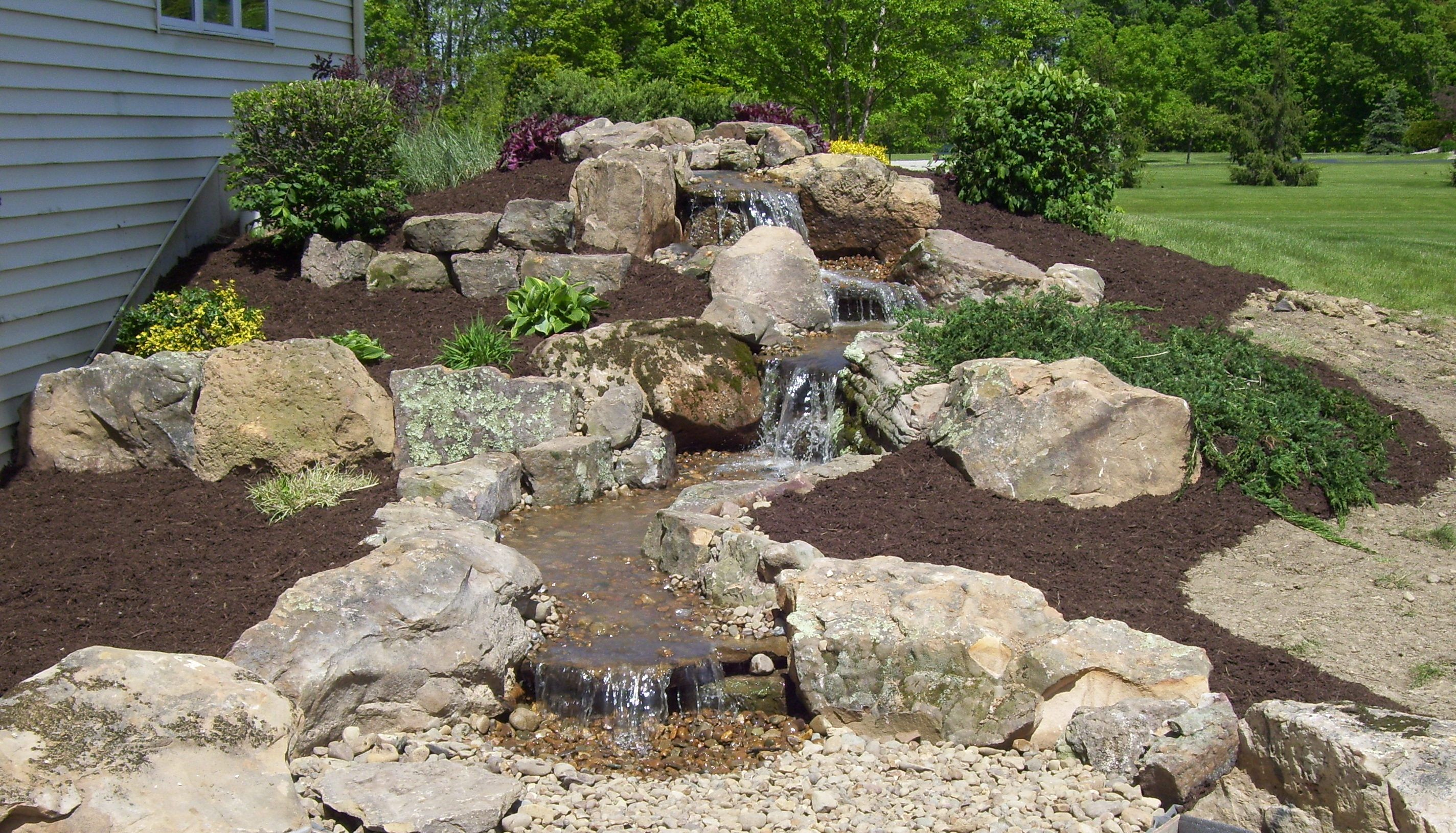 Water garden tour links putting greens small back yard for Stone garden waterfall