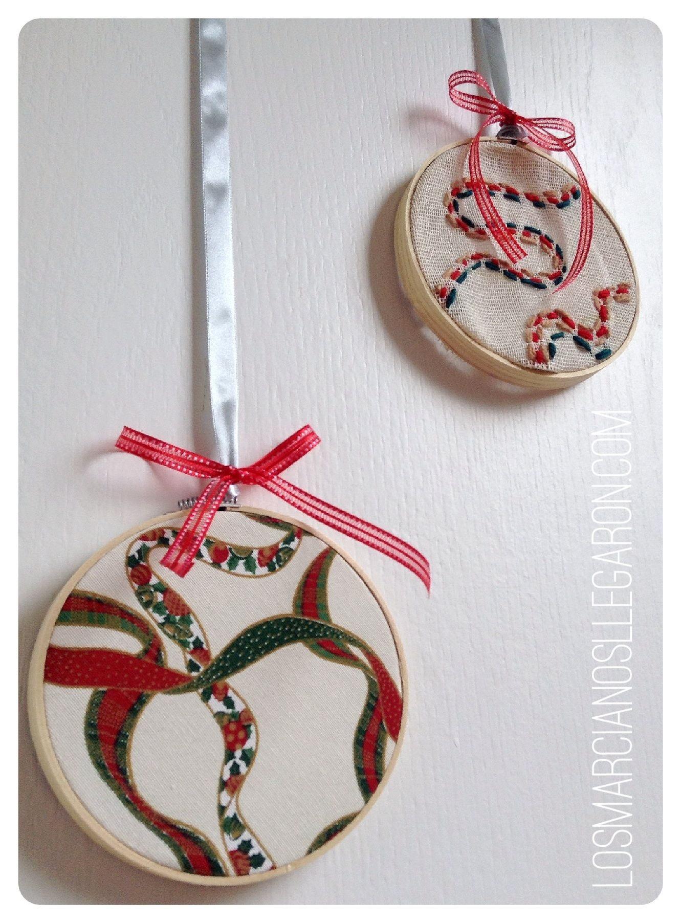 Una preciosa decoraci n navide a con bastidores aritos - Como hacer manualidades navidenas para ninos ...