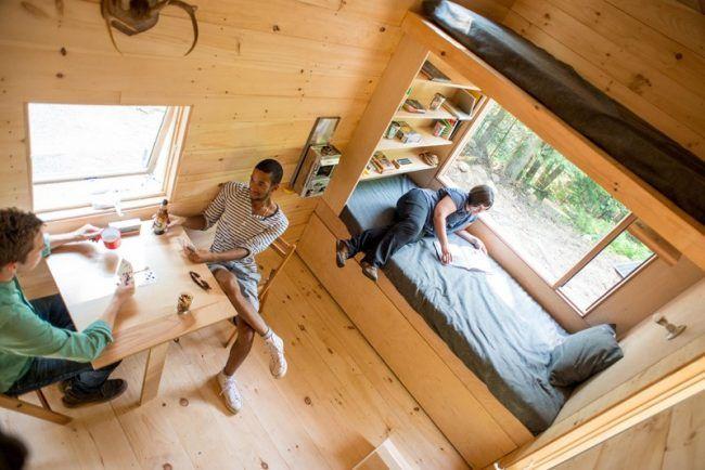 Kleines Haus Innen Holz Etagenbett Tisch Fenster Regale