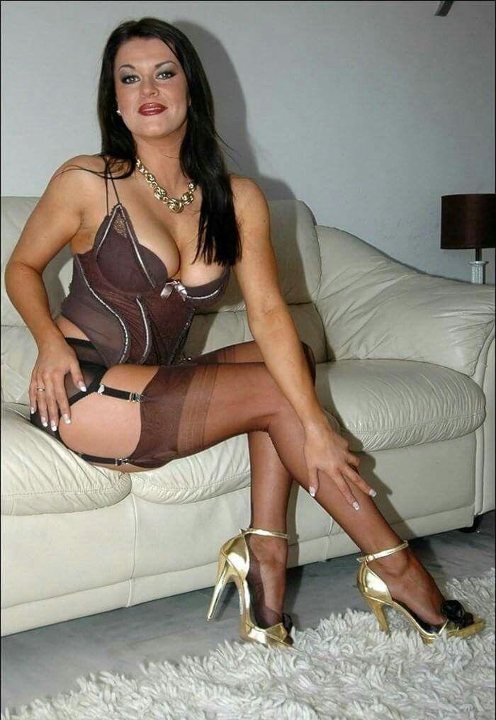 Amateur photographer nude model