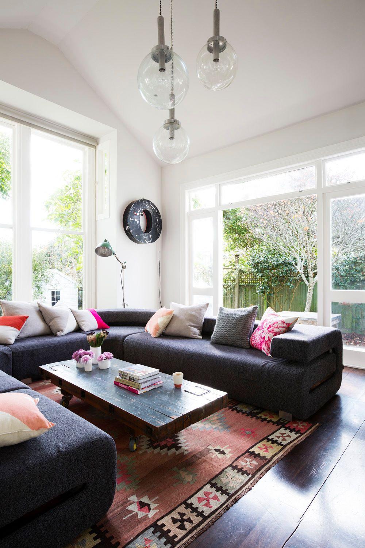 Wohnzimmer Couch Kissen Fenster Grun Pink O Leuchte Retro