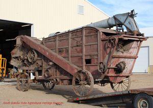 pingl par marie aurore bodin sur tracteur historique mat riel agricole d 39 autrefois pinterest. Black Bedroom Furniture Sets. Home Design Ideas