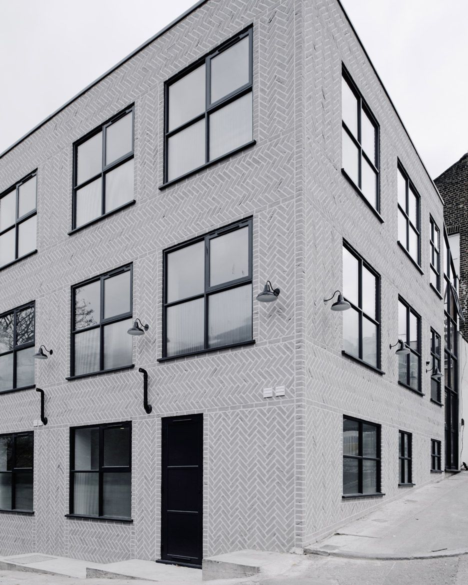 Cheap Apartments Outside Bricks: New Cross Lofts By Chan And Eayres: Pale Grey Bricks Are