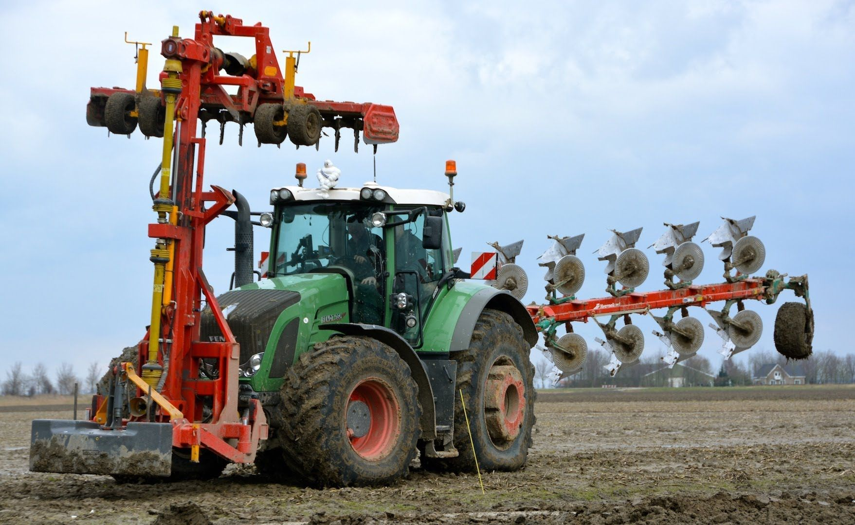 Ploughing And Soil Preparation In One Pass With A Fendt 936 Vario With Kverneland 7 Furrow Lo 100 Fendt Fendt 936 Und Traktoren