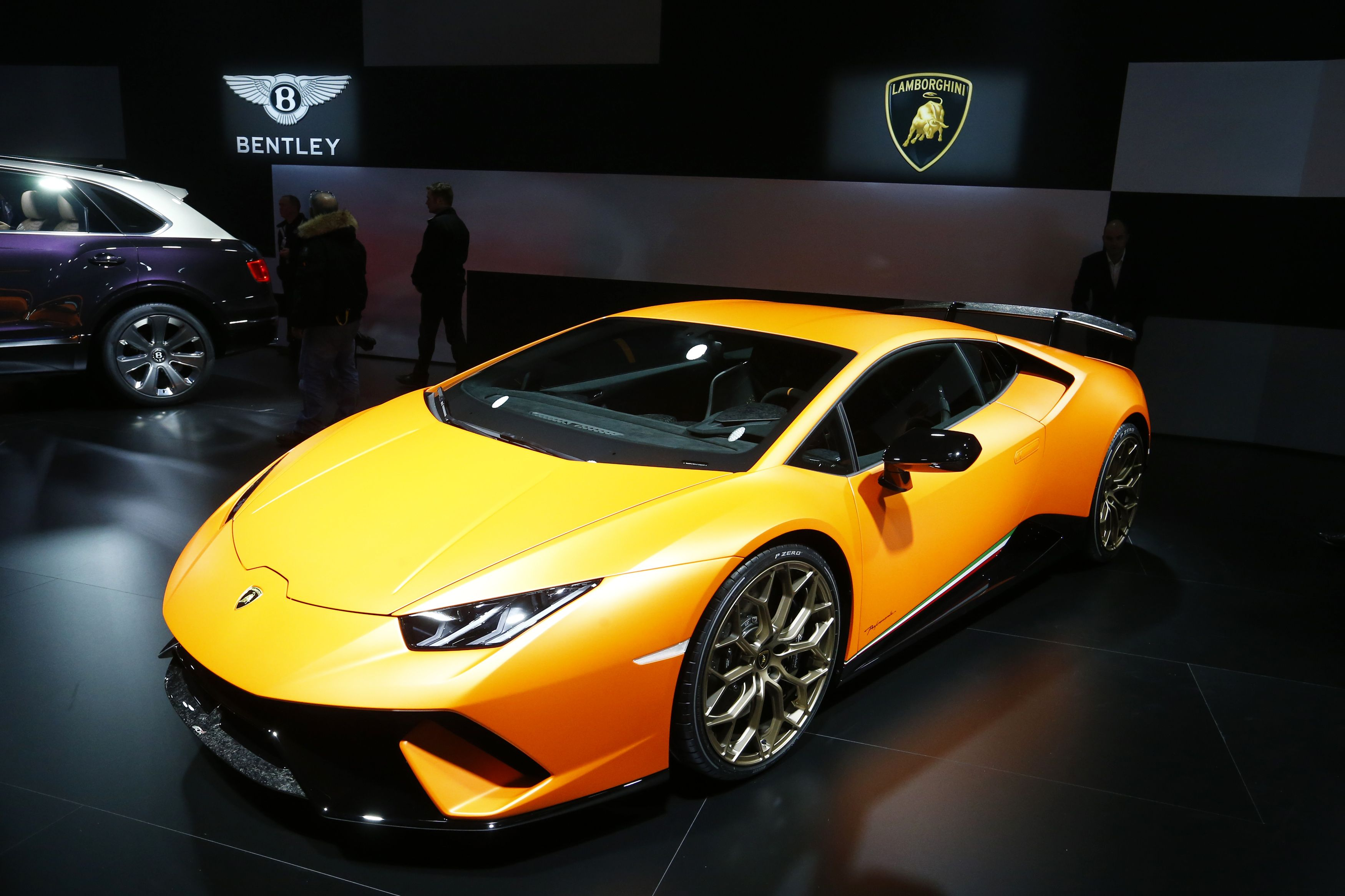 Lamborghini S Newest Super Car Just Set A Speed Record Super Cars Sports Cars Luxury Geneva Motor Show