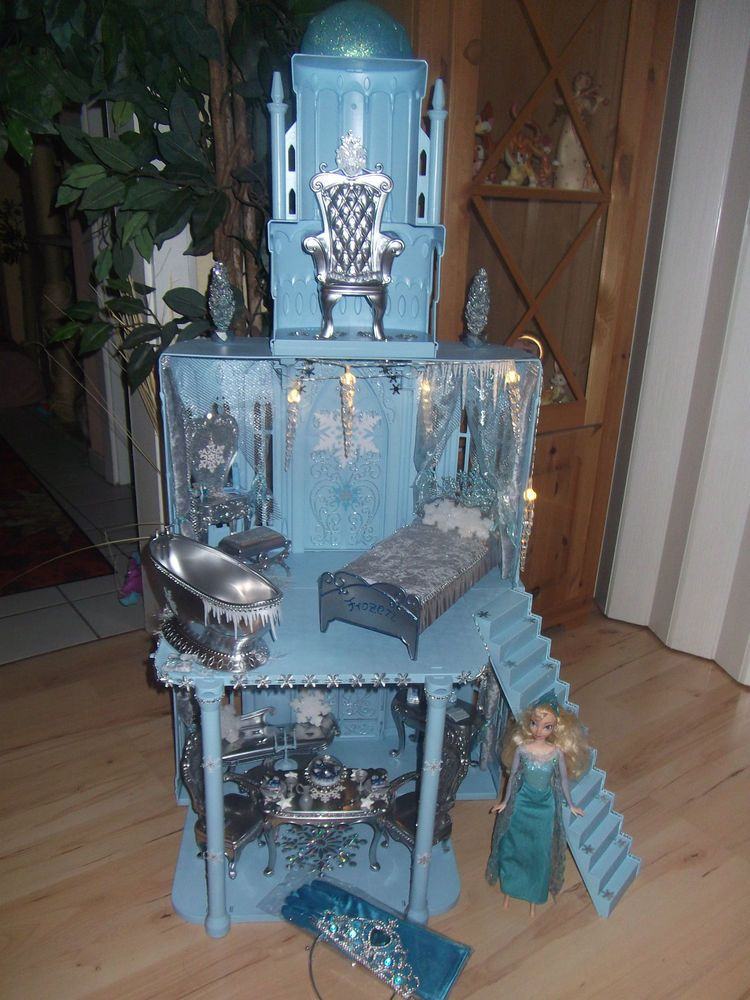 barbie frozen eisk nigin elsa schloss m bel licht. Black Bedroom Furniture Sets. Home Design Ideas