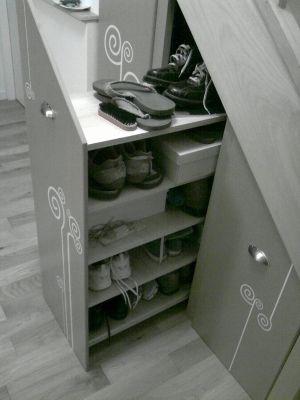 Des rangement sur roulettes rangements chaussures for Rangement chaussures sous escalier