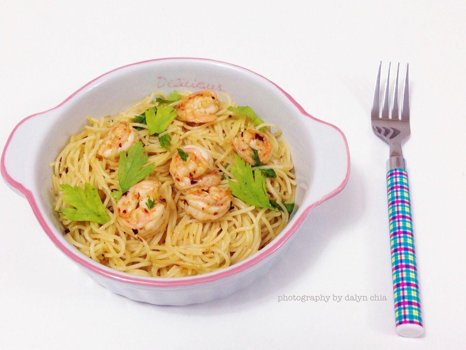 Donna Hay's garlic prawn pasta