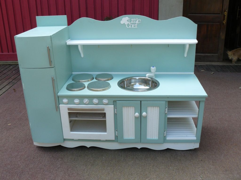 A play kitchen in South Africa made by Back In Thyme in Botha\'s Hill ...