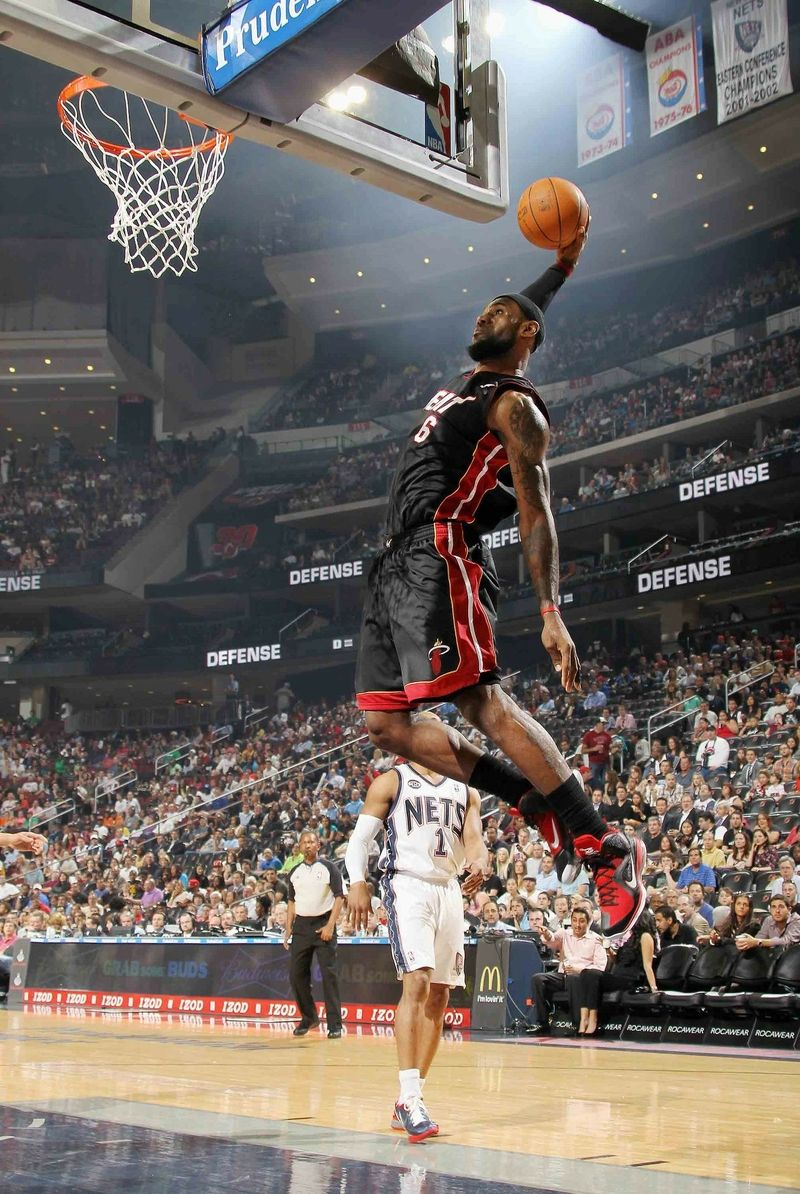 Miami heat lebron jamess vs golden state warriors nba2k17 miami - Jumping Nba Basketball Lebron James Headbands Miami Heat Dunk 1372x2048 Wallpaper_www Wallpaperhi Com_65