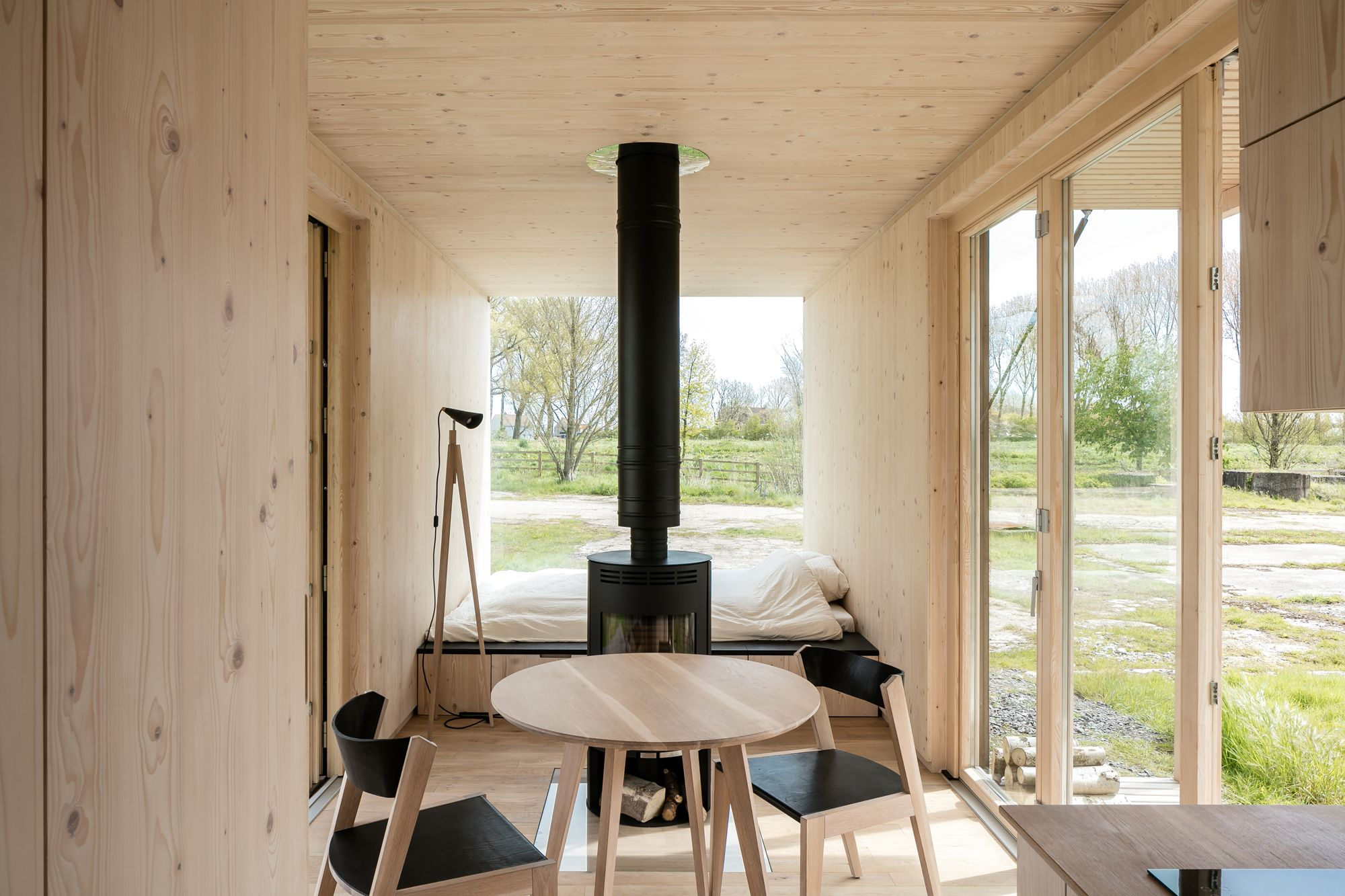 Ark shelter de backer senkowski and mikov k zahrada for Holzhaus kleinhaus