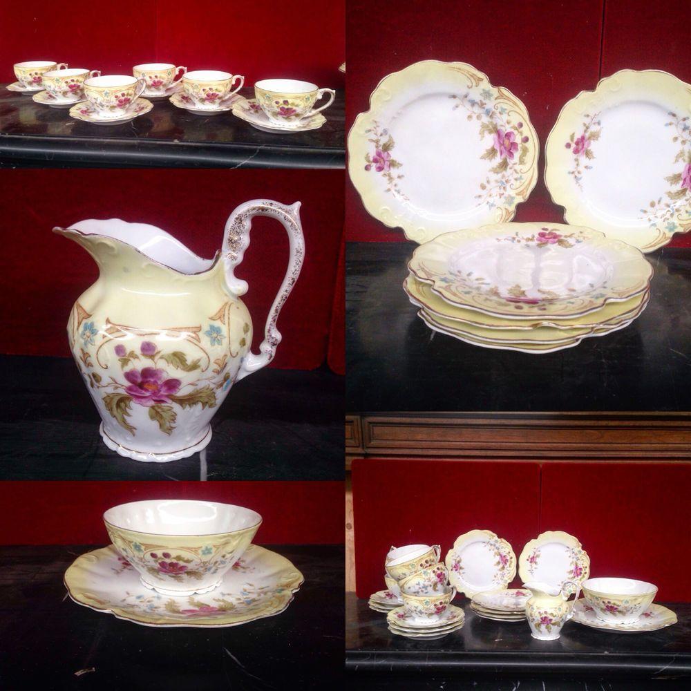 petit servise à gouter en porcelaine décor de fleurs . XX siècle .