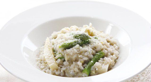 春野菜の雑穀米リゾットのレシピ。材料は米、玉ねぎ、たけのこ(水煮)、グリーンアスパラガスなど。作り方だけでなく、全レシピにカロリーや栄養価情報つきでダイエットや健康管理に便利!春野菜の雑穀米リゾットの簡単おいしいプロの技やコツも!