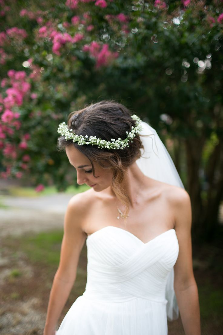 Short Wedding Hairstyle Ideas Bridestory Blog In 2020 Short Wedding Hair Wedding Hair Flowers Bride Flowers