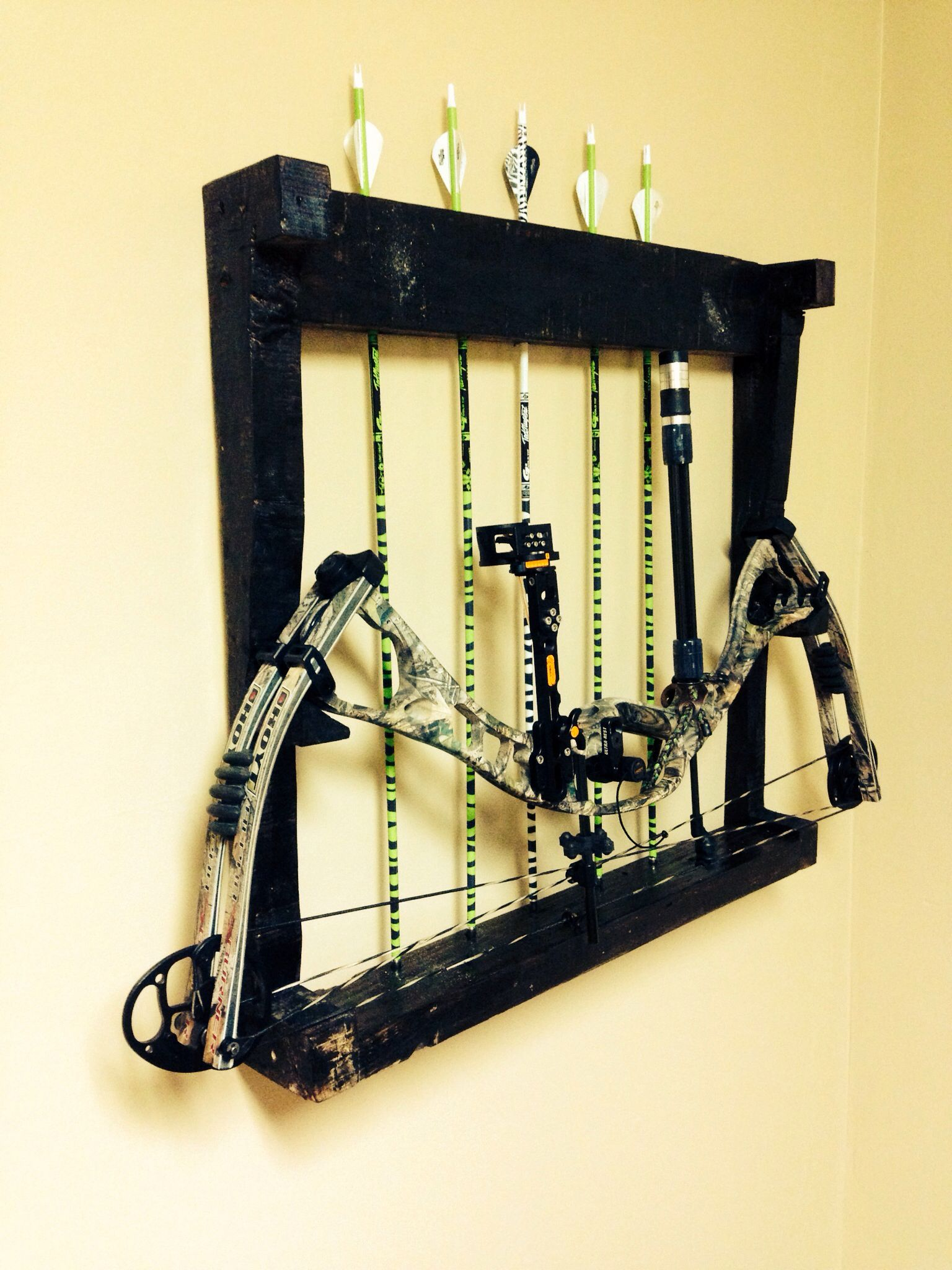 Pallet bow rack- this is simple but I like the idea and use of ...