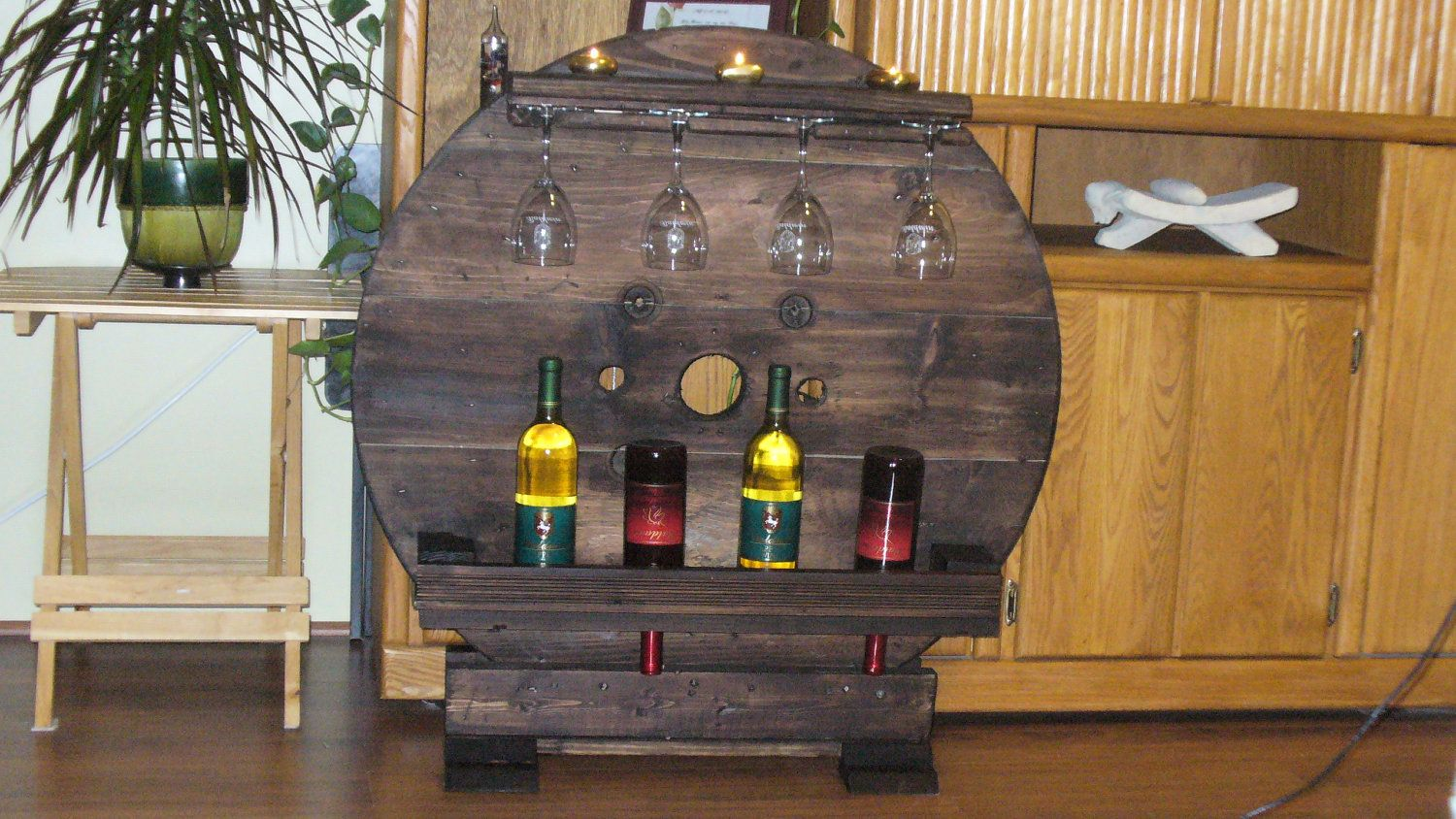Rustic wine rack made from reclaimed wood wine racks for Muebles con madera reciclada