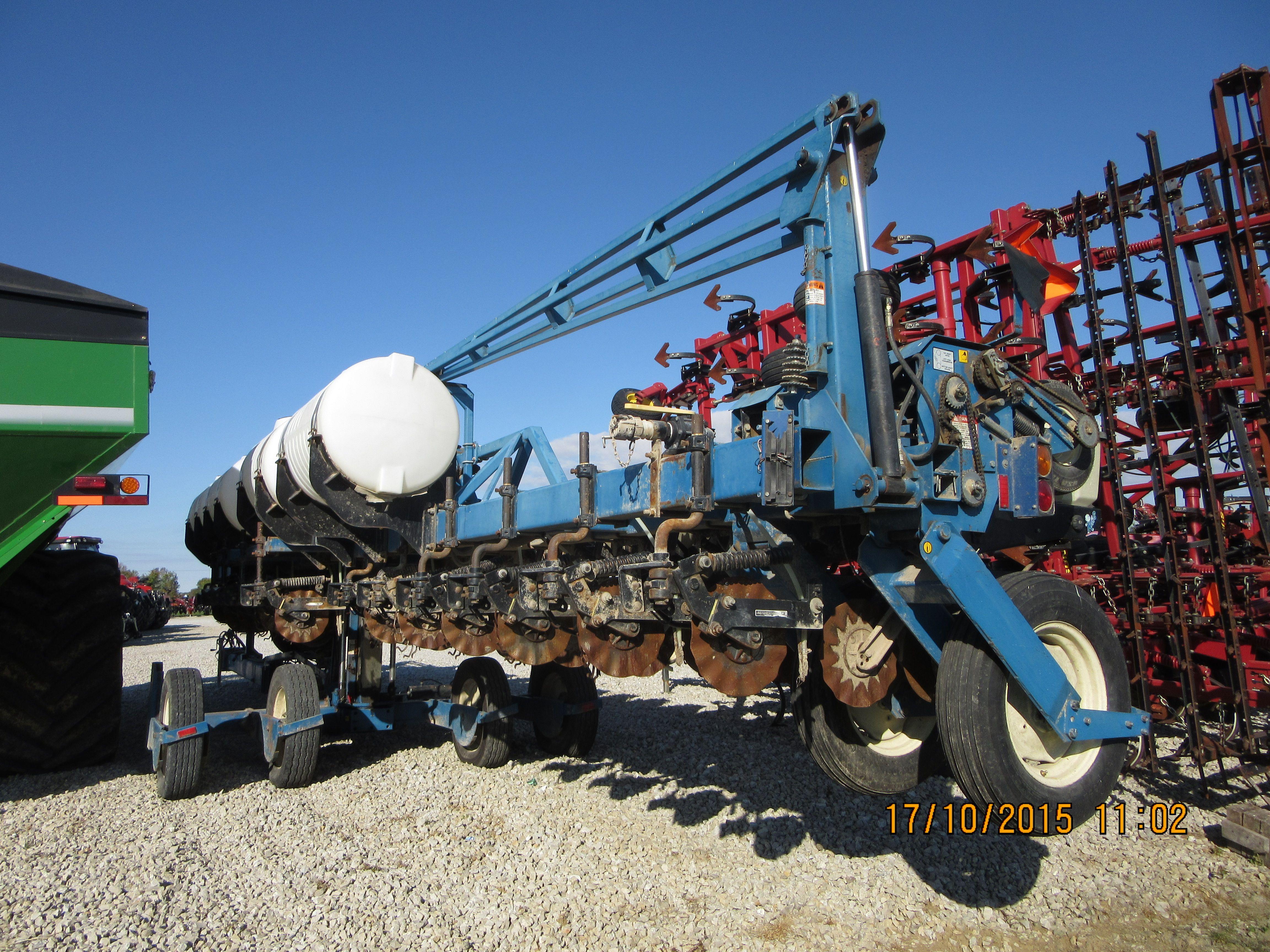 Sunny 16 Row Kinze 3600 Corn Planter Kinze Farm Equipment Sunnies