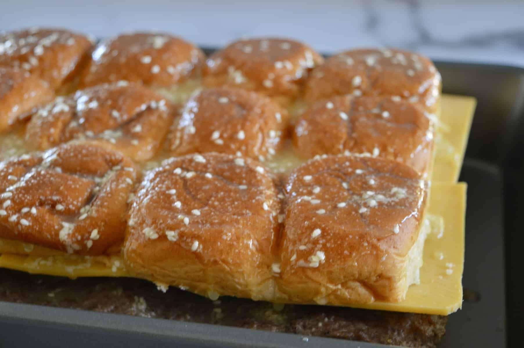 Easy Baked Cheeseburger Sliders #breakfastslidershawaiianrolls