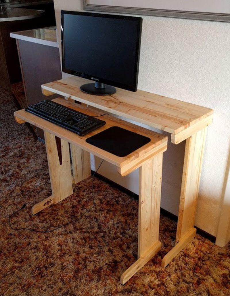 29 Diy Computer Desk Ideas With Wooden Pallet With Images Small Computer Desk Desks For Small Spaces Diy Computer Desk