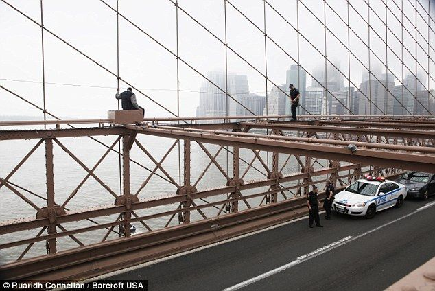 Emergency Workers Rescue Would Be Jumper From The Brooklyn Bridge Brooklyn Bridge Brooklyn Colorado