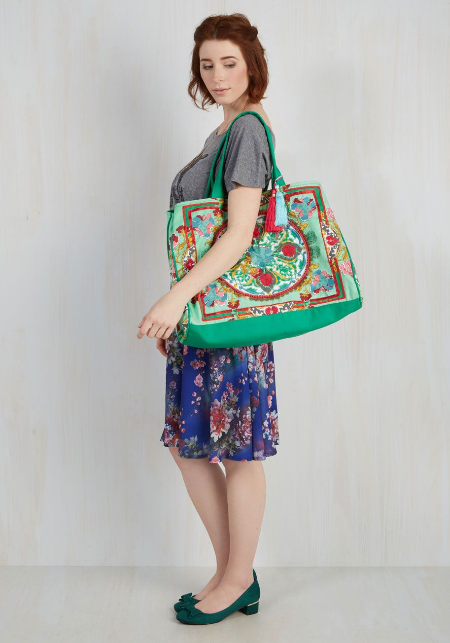 Travel Far and Wise Weekend Bag in Meadow. Pack smarter than ever before by bringing this printed tote bag on your next excursion! #mint #modcloth
