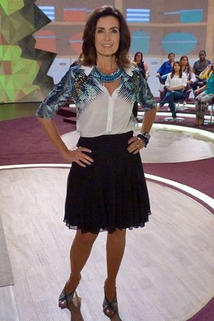 Maxicolares são destaque no figurino da apresentadora Fátima Bernardes; saiba onde encontrar as peças | Chic - Gloria Kalil: Moda, Beleza, Cultura e Comportamento