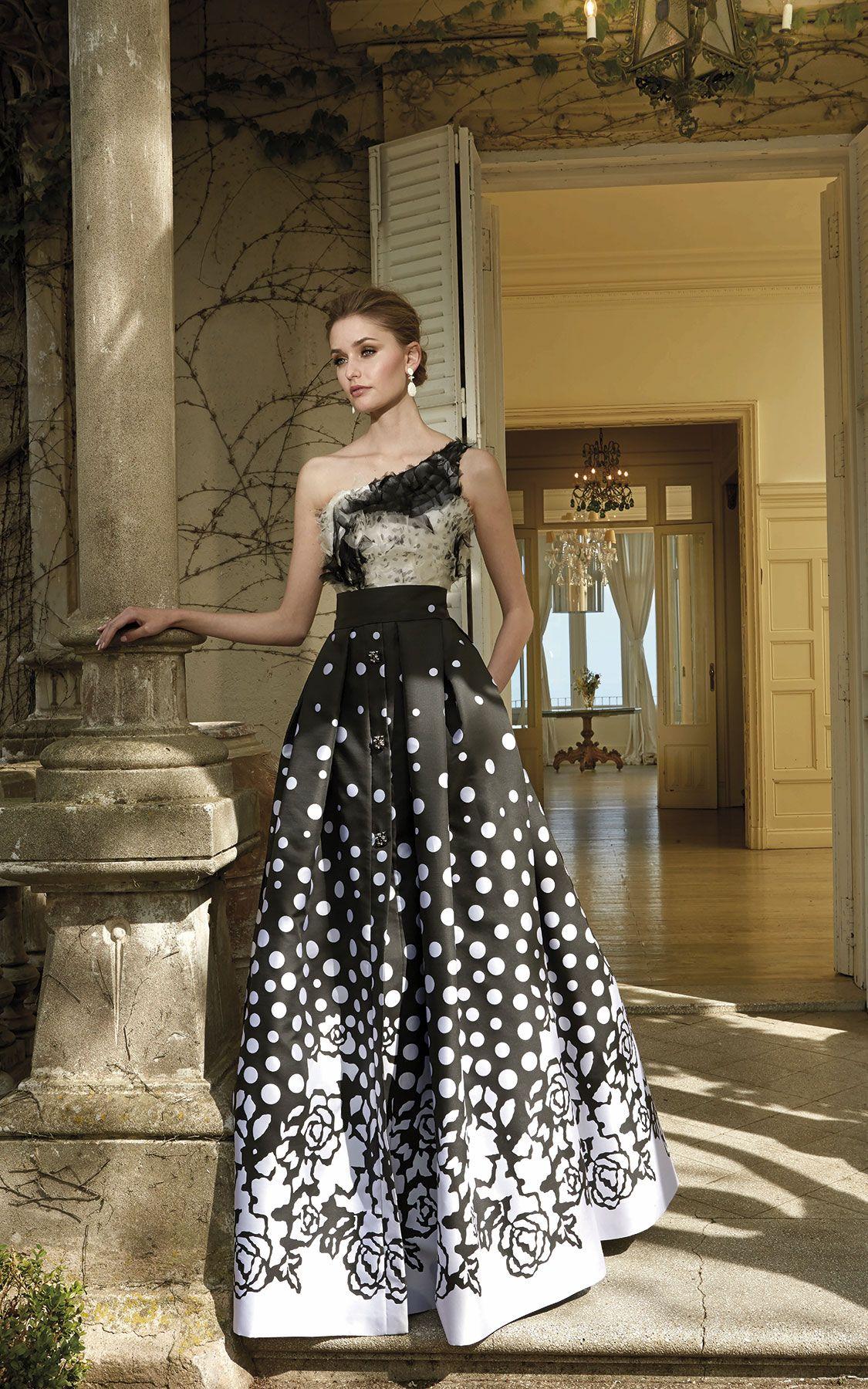 6dac1be690 Vestido de fiesta de Patricia Avendaño en Eva Novias Madrid. Vestido de novia  Patricia Avendaño en Eva Novias Madrid.  vestido  coleccion  modamujer ...