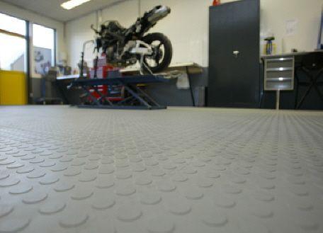 Garagenboden mit pvc fliesen h g eco 500 6 und noppen - Kunststoff fliesen garage ...